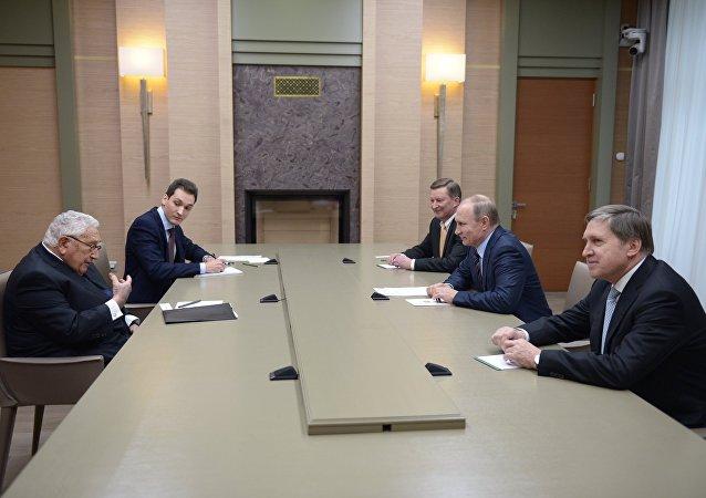 普京接見美國前國務卿基辛格