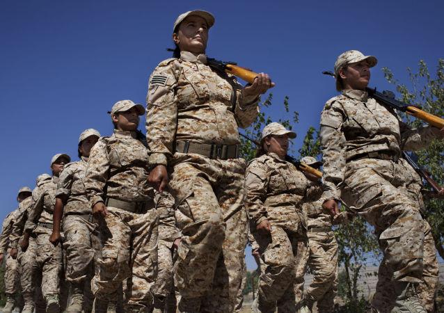 佩什梅格库尔德女兵队指挥官:伊斯兰国组织害怕我们
