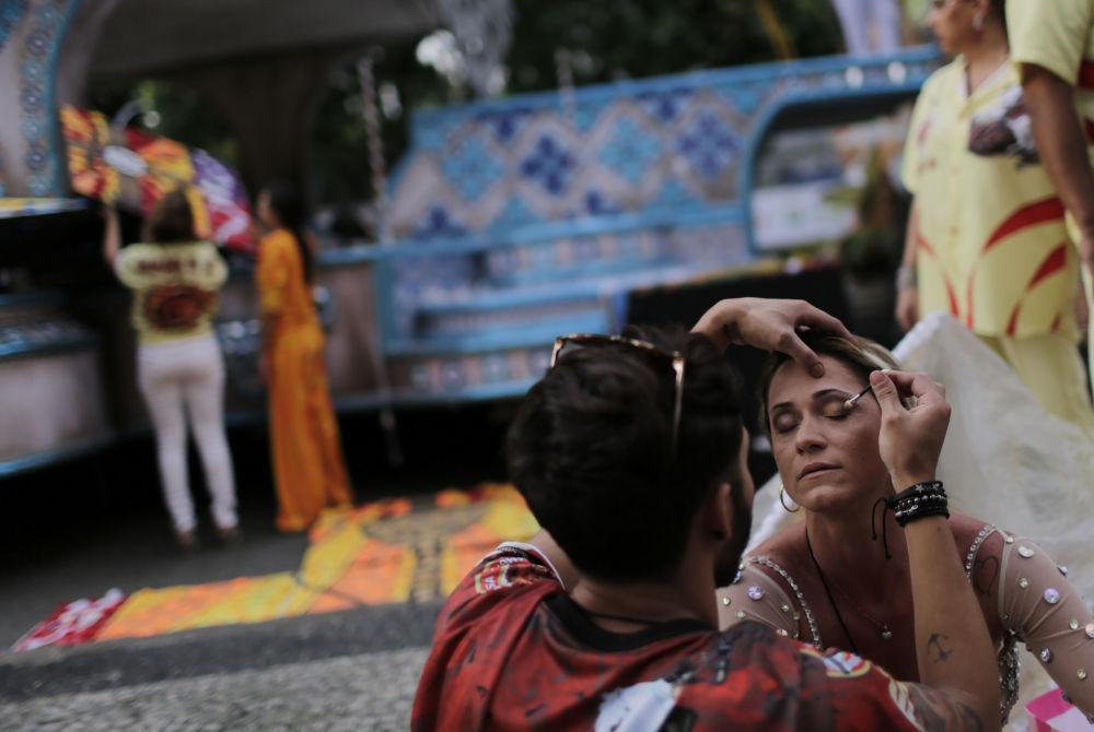 巴西狂欢节民众欢庆场面