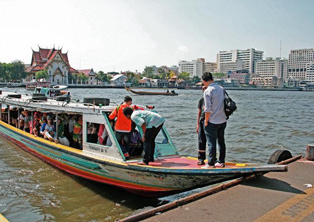 媒体:曼谷客运船发动机爆炸事件伤亡人数升至60人