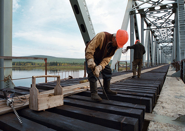 俄远东铁路局:俄中首座跨阿穆尔河铁路大桥将于2018年交付使用