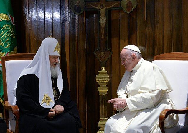 莫斯科及全俄羅斯東正教大牧首與羅馬天主教教宗的史上首次會晤在哈瓦那國際機場開始舉行