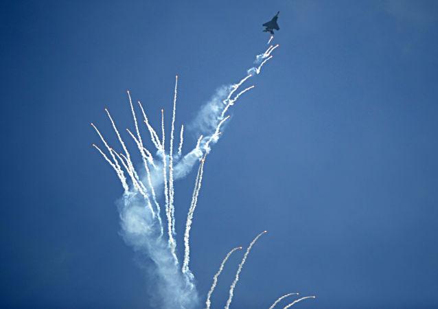 新加坡航展一飛機起火 飛行表演提前結束