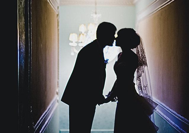 俄社会院支持通过立法确定最低结婚年龄为16岁