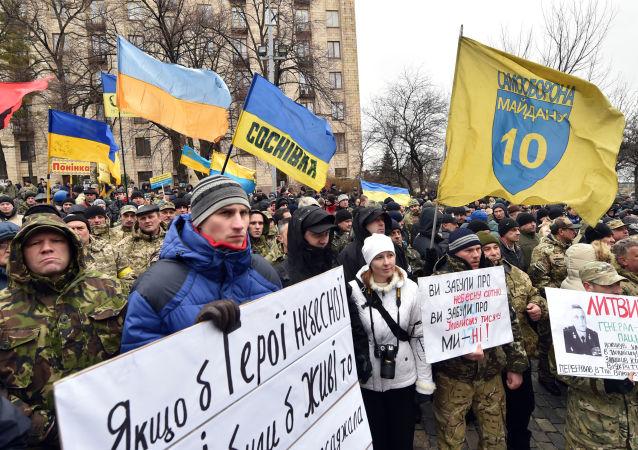 调查:乌克兰人约62%认为国家在朝错误方向发展