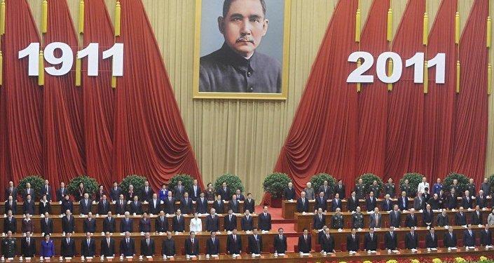 建議中國將中山裝作為「國服」