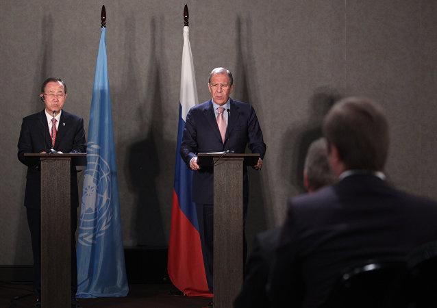 俄罗斯外交部长拉夫罗夫与联合国秘书长潘基文