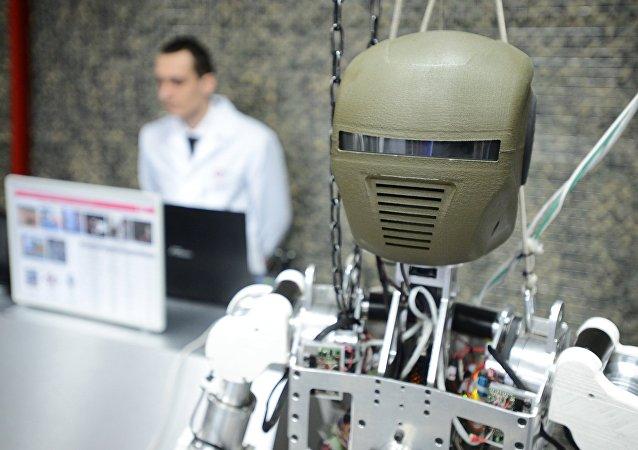俄企研发机器人远程操纵眼镜