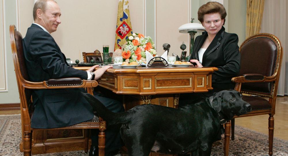 普京與世界上第一位女性宇航員捷列什科娃/資料圖片/