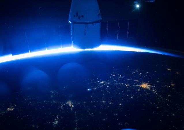 """美国宇航局:""""龙""""货运飞船顺利到达国际空间站"""