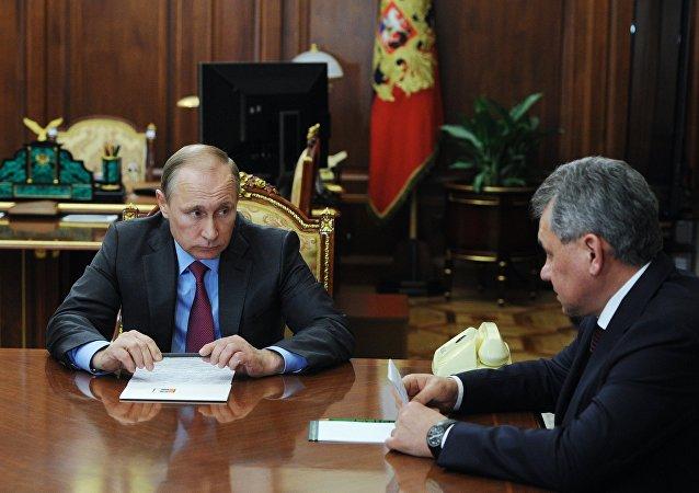 俄总参谋长:俄防长每周亲自就叙局势向普京汇报1-2次