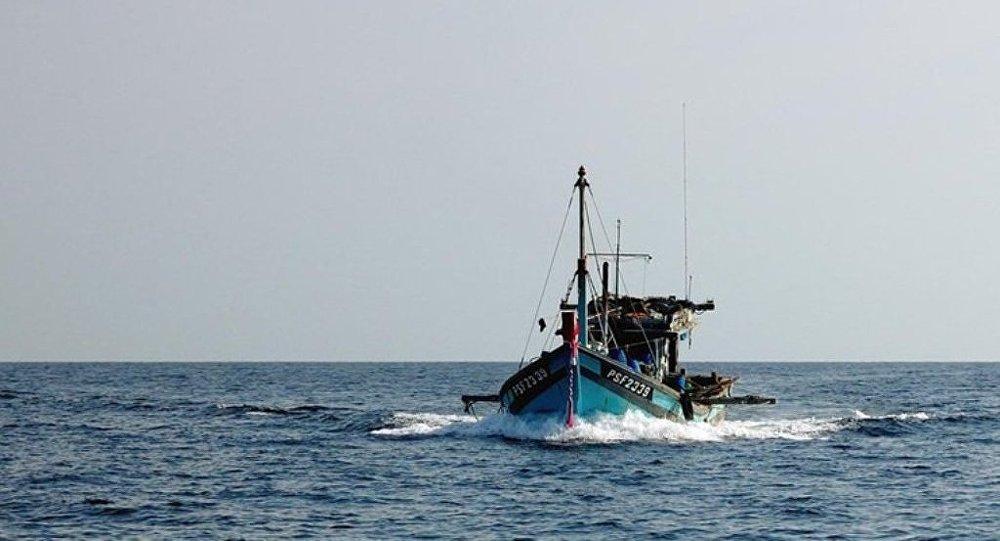 日本救援部门正在搜救失踪的12名中国渔民