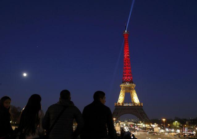 比利时当局怀疑的巴黎恐袭嫌疑人到该国警察局自首