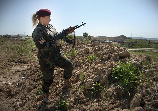 库尔德武装女兵(资料图片)