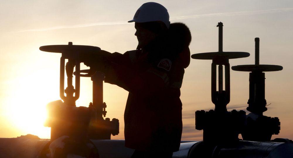 俄聯邦在1月已提前實行在2月把石油開採量降至每日10萬桶的計劃