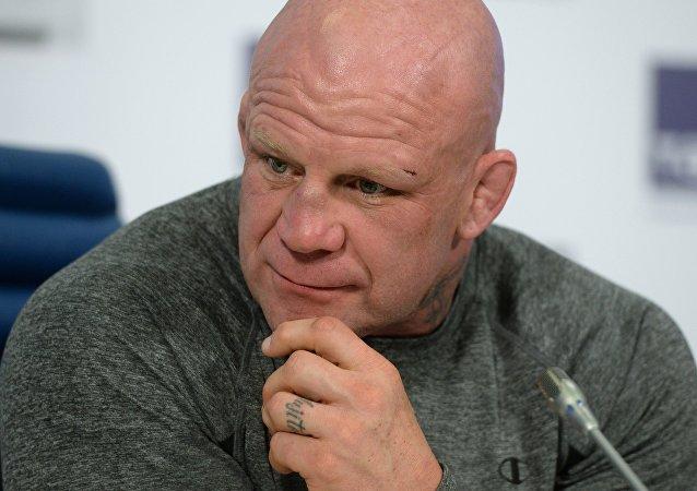 俄共歡迎格鬥拳手蒙森入黨 但不喜歡「作秀」