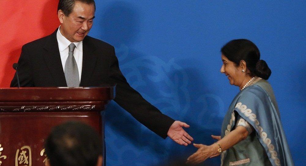 中国外长:2017年中印关系不令人满意