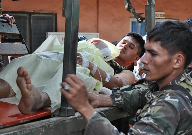 遭到來自「阿布沙耶夫」組織的恐怖分子襲擊而受傷的1名的菲律賓士兵