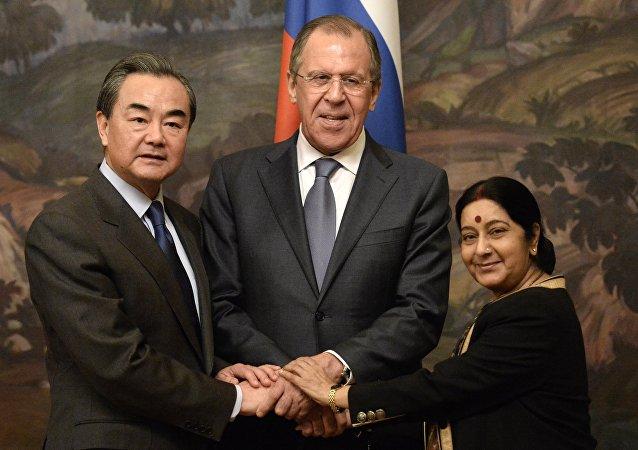俄中印三国外长会议