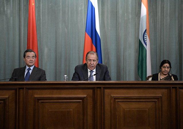 俄中印三國外長會議