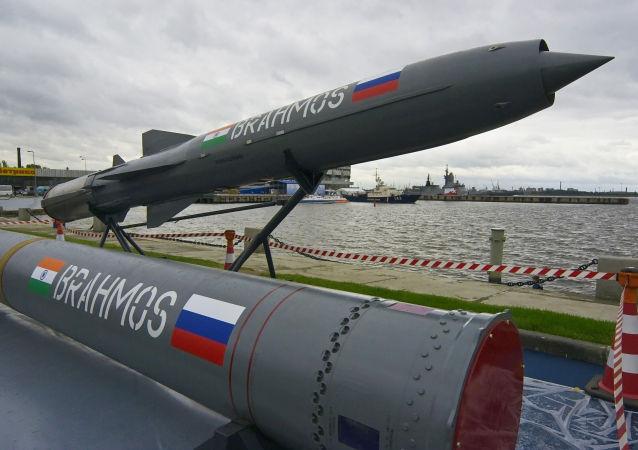 """印度海军成功测试""""布拉莫斯""""导弹"""