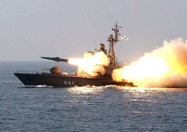 俄军舰在突击检查框架下于黑海和里海进行演练