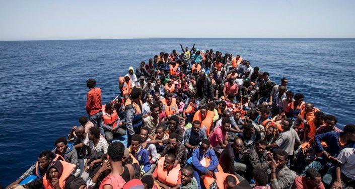 媒体:千余名移民在利比亚地中海海岸获救 一人遇难