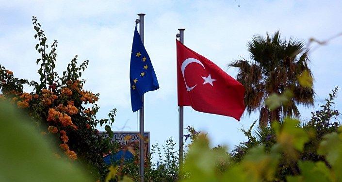 媒体:默克尔反对就土耳其入欧问题开启新的谈判