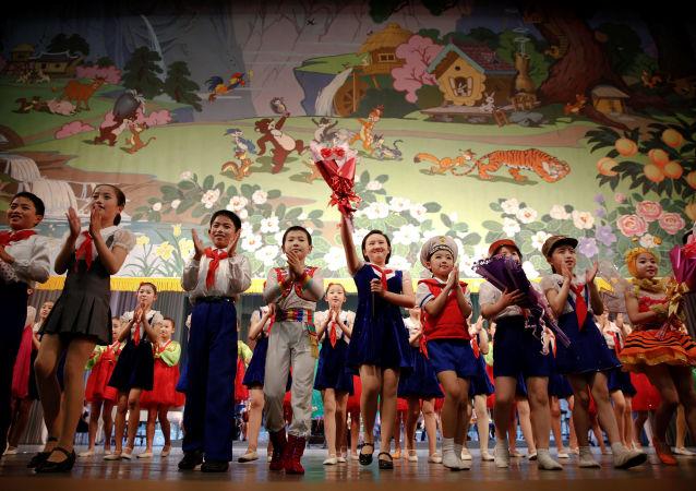 學習俄語的朝鮮中學生參觀俄濱海邊疆區並演唱「喀秋莎」