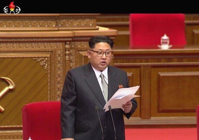 媒體:朝鮮領導人金正恩穿西裝扎領帶出席黨代會