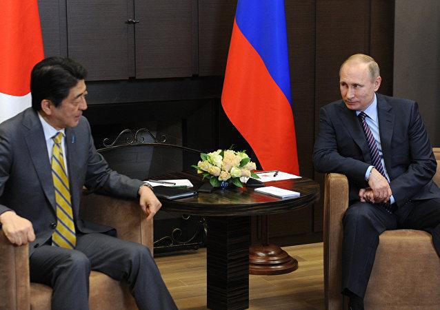 衛星新聞莫斯科5月8日電中國專家:安倍有關對俄新途徑實質是將經濟問題與領土問題掛鈎