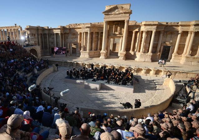 叙乐团指挥:巴尔米拉音乐会表明叙利亚人民无畏恐怖主义