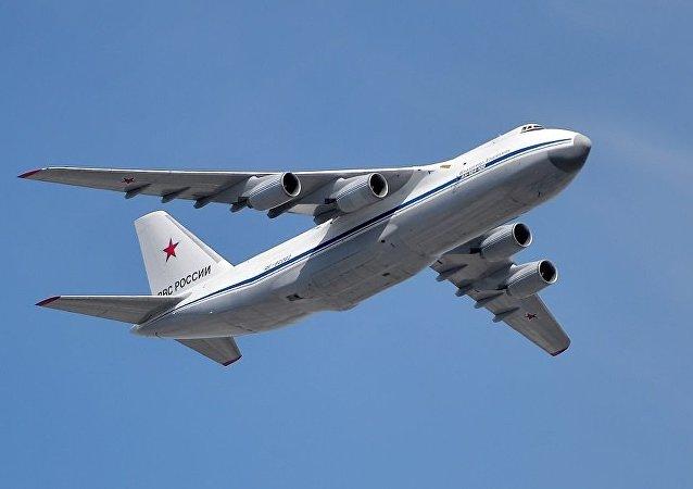 安-124-100「魯斯蘭」運輸機
