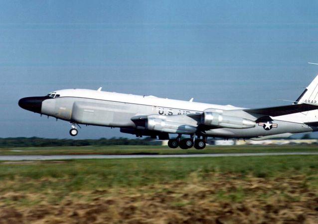 侦察机 RC-135