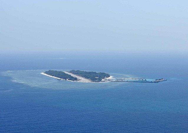 中国外交部:中方希望有关方面正确看待中国军机在南海执行任务