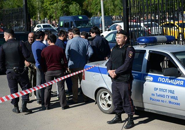 警方:90 多人在莫斯科霍萬斯基公墓衝突中被拘留