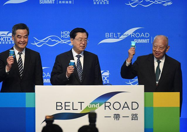 """张德江:中央政府支持香港打造""""一带一路""""多功能航运中心"""