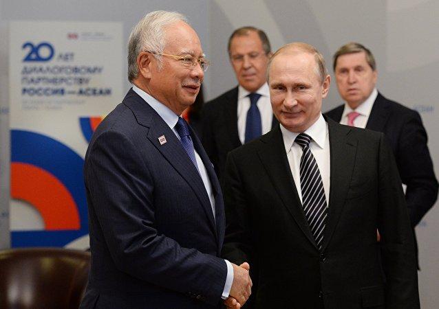 马来西亚总理与普京会面时建议与欧亚经济联盟建立自由贸易区