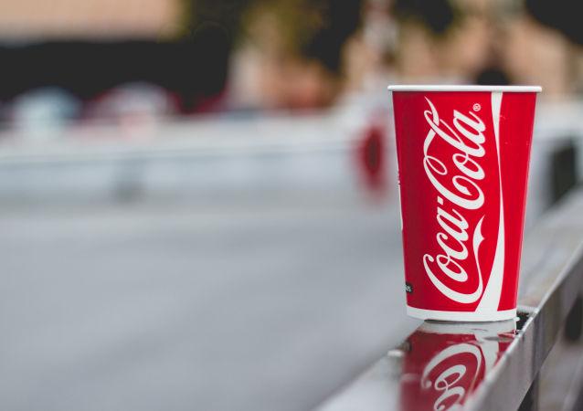 科学家:常喝碳酸饮料有致命风险