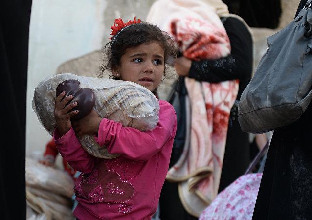 俄軍向敘利亞居民人道主義援助
