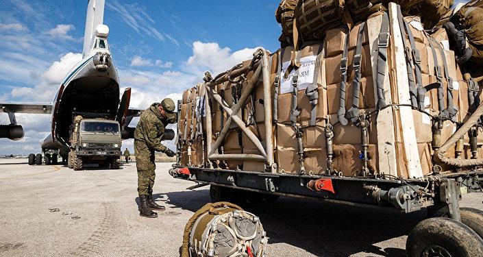 俄军在叙东古塔分发10吨多食品