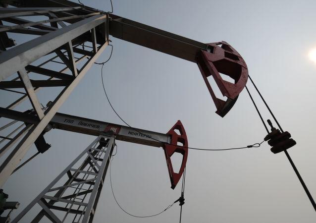 伊拉克石油部長:歐佩克和非歐佩克國家明日將評估進一步減產的可行性