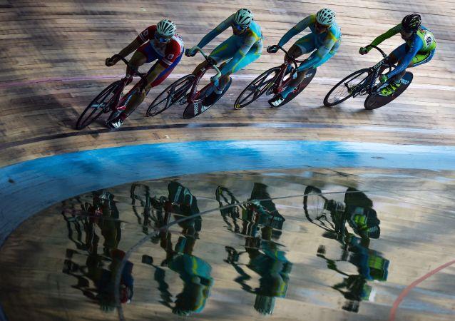 年仅22岁自行车运动员在距终点100米处摔倒并离世