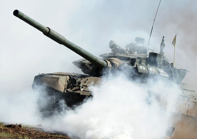 中国坦克两项竞赛装备抵达阿拉比诺