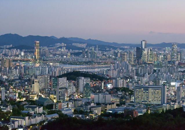 首爾市中心數萬人集會反對總統