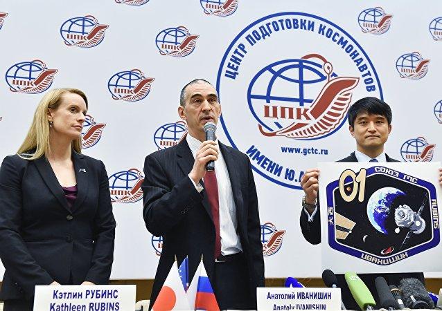 日本宇航員大西卓哉、俄羅斯宇航員阿納托利∙伊萬尼申和美國宇航員凱瑟琳∙魯賓斯