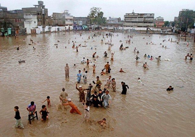 媒体:巴基斯坦北部暴风雨已致34死191伤