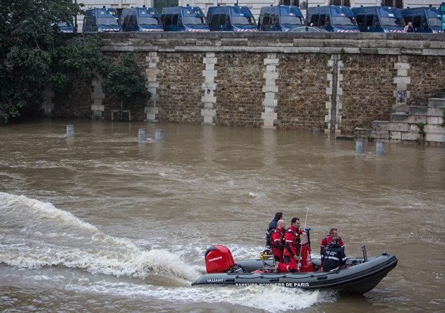 奥朗德:法国水灾与全球变暖有关