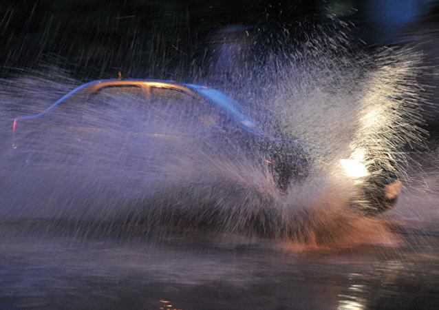 暴雨(資料圖片)