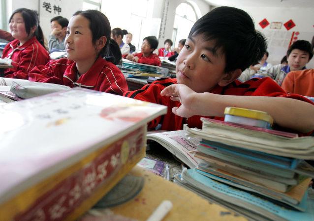 中国中小学生将入住俄罗斯家庭 体验当地学校生活